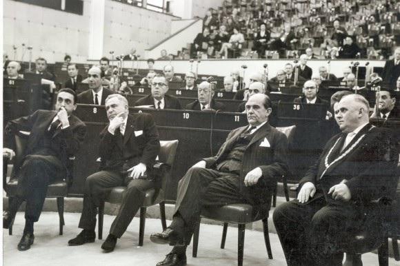 Hans Koch bei der Verleihung des Europapreises 1961 in Straßburg (Foto: Stadtarchiv)